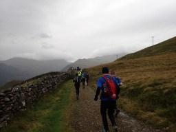 Rat Race Man vs. Mountain, Hindernislauf Wales, auf dem Weg in die Berge