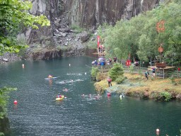 Rat Race Man vs. Mountain, Hindernislauf Wales, Blick auf das Hindernis Quarry Jump