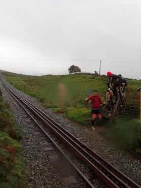 Rat Race Man vs. Mountain, Hindernislauf Wales, Schienen der Snowdon Mountain Railway