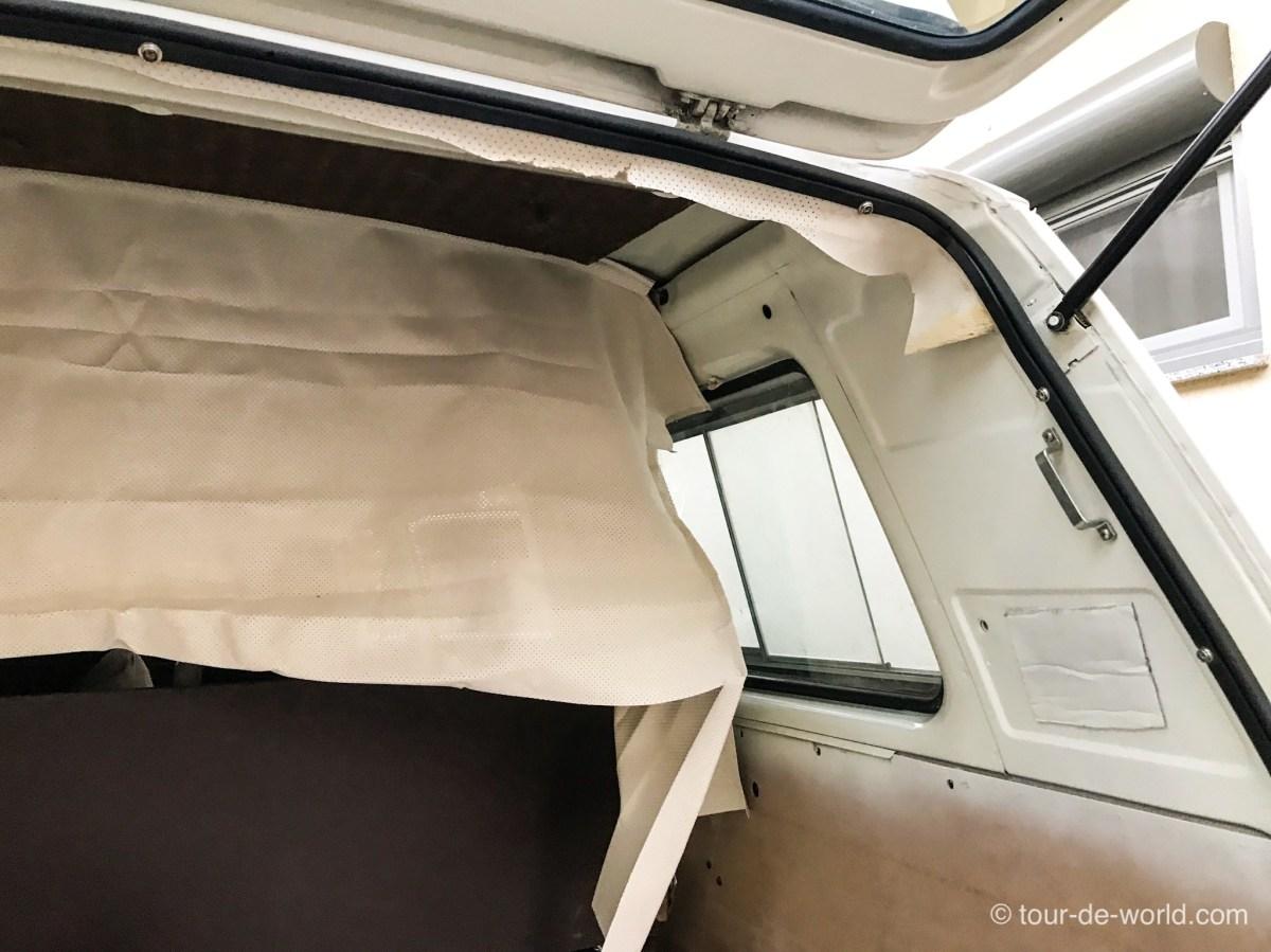 Dachhimmel im Volkswagen T3 Weltreisemobil einbauen.