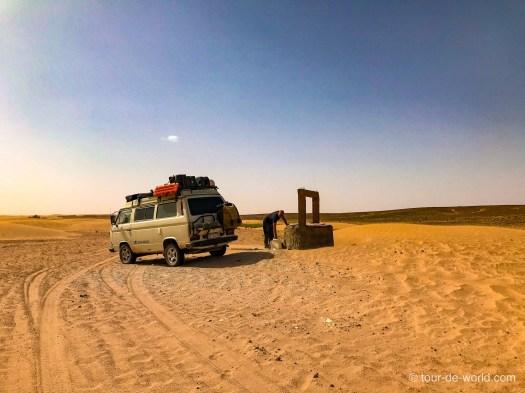 Wasserbrunnen-Wüste-Marokko