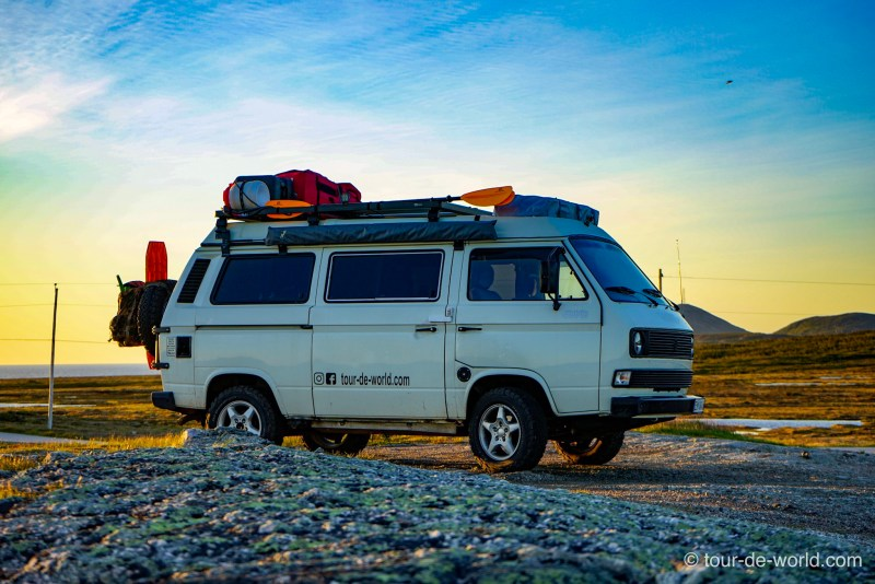 labrador_roadtrip_vw_bus