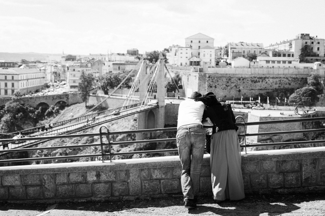 Les amoureux des ponts publics © Mehdi Drissi