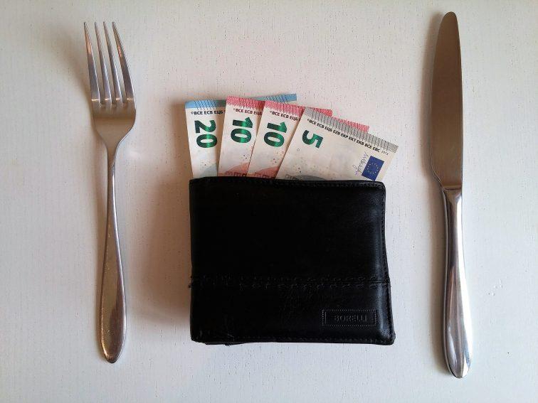 сколько нужно денег в Германию на еду