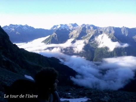 Montée à la cime d'Orgières, le bout d'arête manquante entre les souffles et le mont Gardi. Belle mer de nuage sur le Valgaudemar.