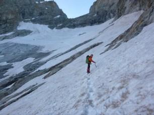 Départ pour la grande voie, approche sur glacier.