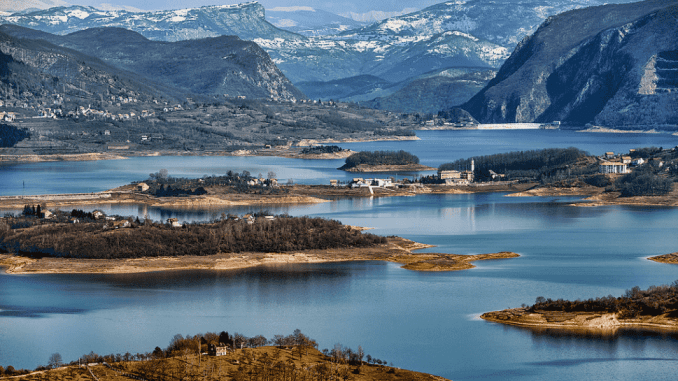flickr-photos-of-bosnia-and-herzegovina-rama-lake-min