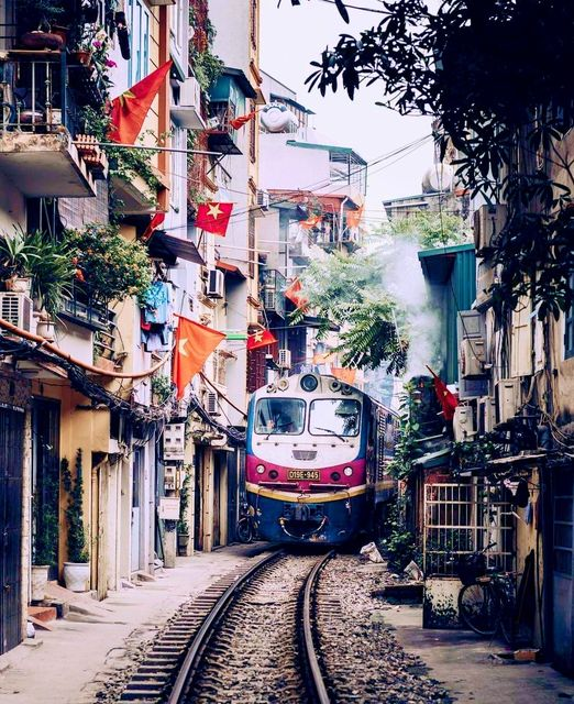 Train street Old Quarter Taxi to Hanoi Airport you need to know