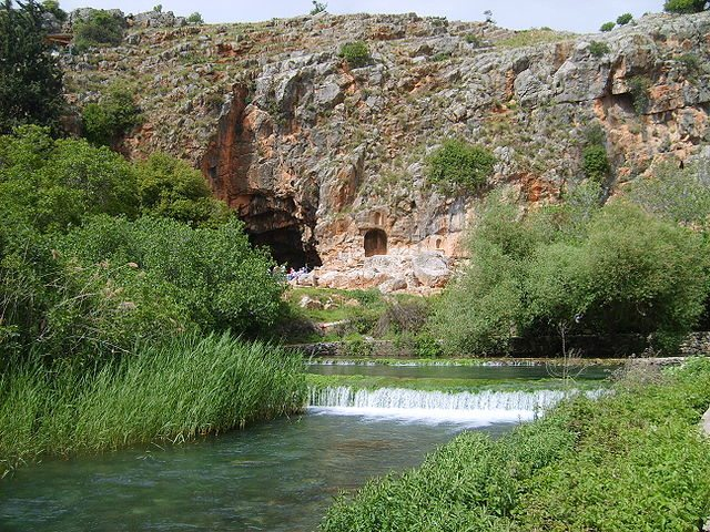 """Banias Spring Cliff Pan's Cave"" by gugganij - own photography - eigenes Foto. Licensed under CC BY-SA 3.0 via Wikimedia Commons"