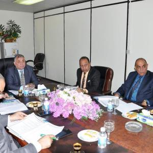 استادیار دکتر رادحی حمود جاسم رئیس اداره گردشگری مذهبی در جلسه هیئت اداری اداره گردشگری حضور یافت