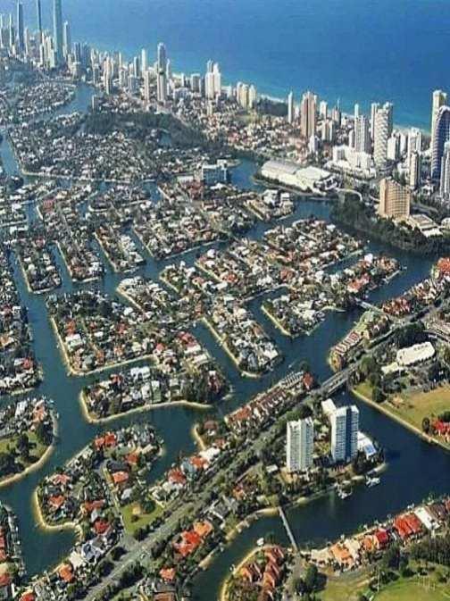destination Gold Coast - Surfers Paradise