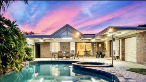 tourism-guide-Australia-ultimate-holiday-home-@-West-beach
