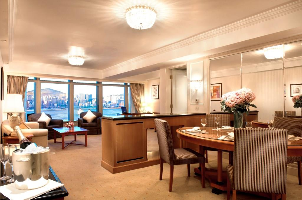 11 Harbour Club Deluxe Suite