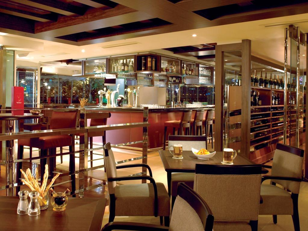 32 Waterfront Bar & Terrace