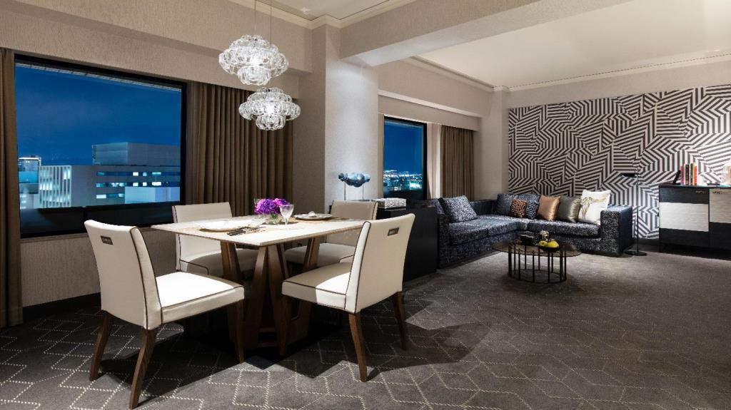 Osacy_Courtyard_Suite_Living_Room