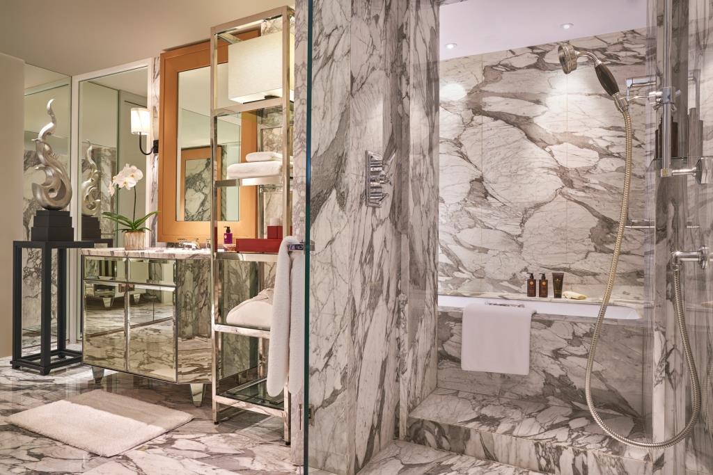 Grand Hyatt Erawan Bangkok_Diplomat Suite Bathroom