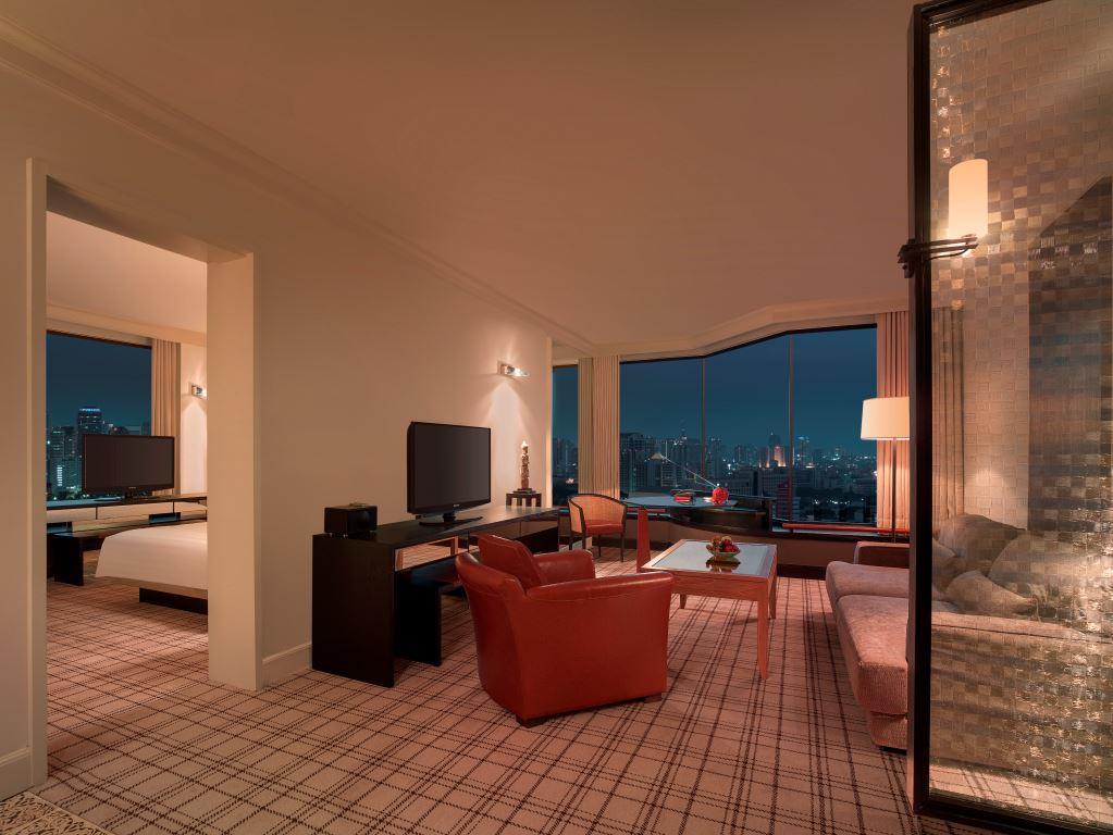 Grand Hyatt Erawan Bangkok_Grand Executive Suite_Royal Sport Club View