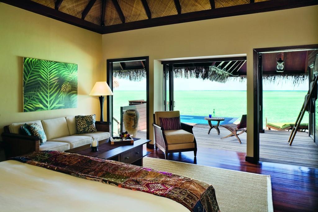 Deluxe Lagoon Villa – bedroom (9999 x 6666)