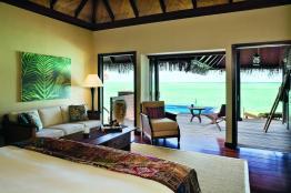 Deluxe Lagoon Villa - bedroom (9999 x 6666)
