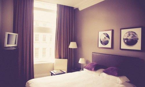 hotel-room-Markus Spiske-800web