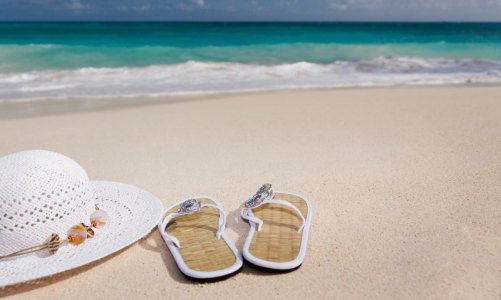 shoes-hat-sea-pixabay