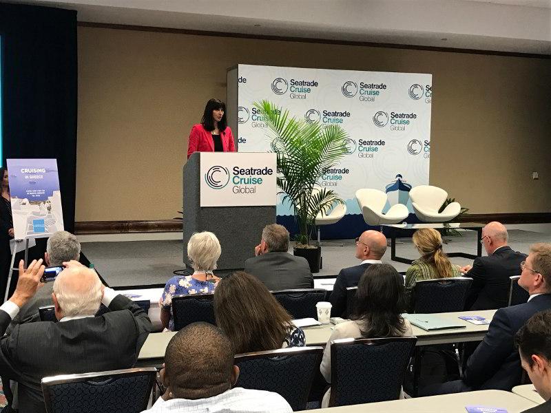 Η Έλενα Κουντουρά μιλά σε συνέδριο για την κρουαζιέρα στην έκθεση Seatrade των ΗΠΑ