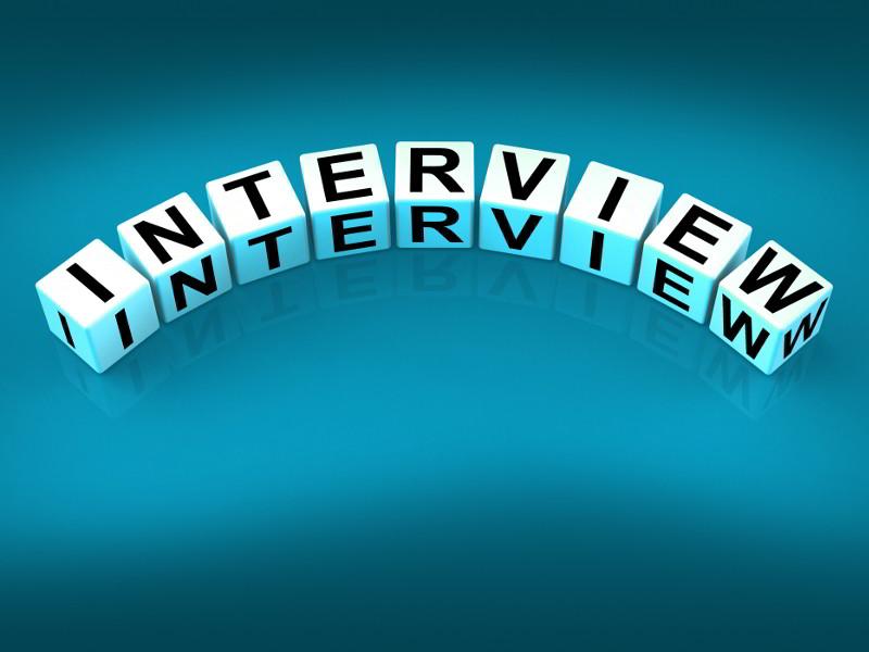 Κύβοι σχηματίζουν τη λέξη συνέντευξη