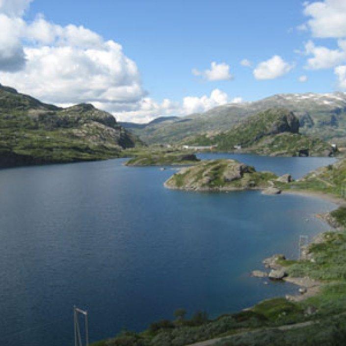 mountain lakes in the sun