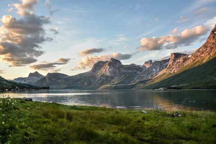 berglandschap vanuit tent