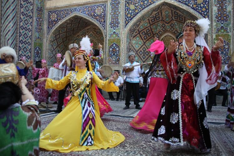 Danseuses khorezmiennes © Nasrullo Jumanov