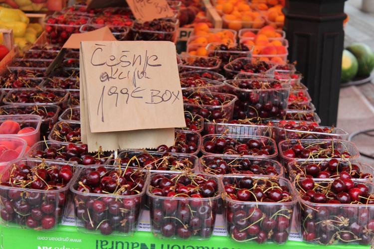 Stand de vente des cerises Ljubljana