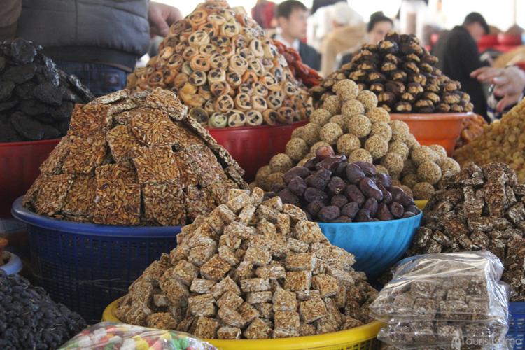 stand de fruits secs dans les marchés en Ouzbékistan