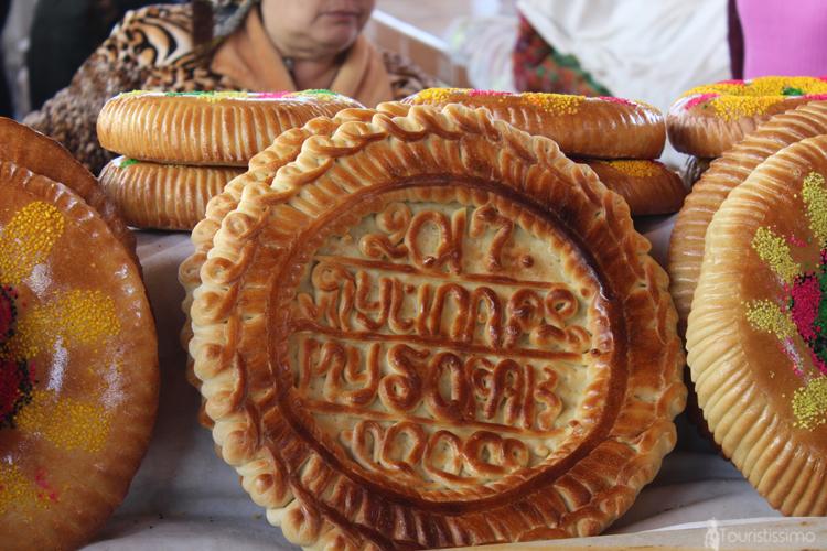 stand de pain dans les marchés en Ouzbékistan