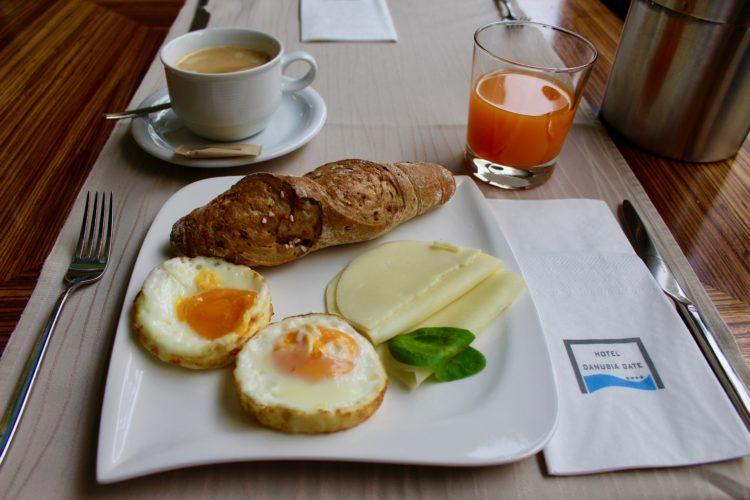 Petit déjeuner salé Slovaque fromage et oeufs