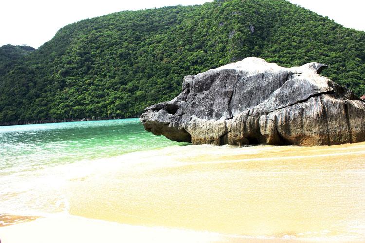 Minalahos Island Caramoan
