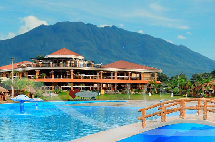 Hacienda de Naga Resort