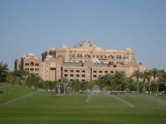 Emirates Palace Hotel pic source: Panaromio