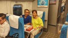 makan bento di shinkansen menuju ke osaka