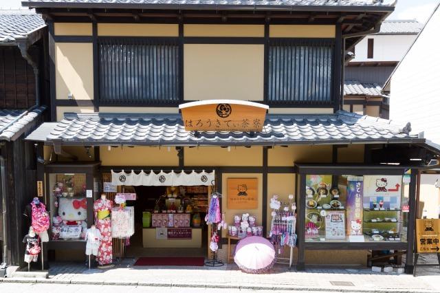 Kyoto's Japanese Tea House Hello Kitty by tsunagu.com