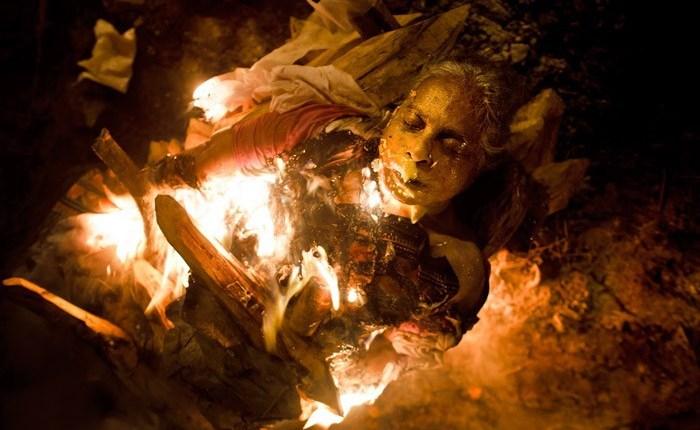 огненное погребение в Варанаси
