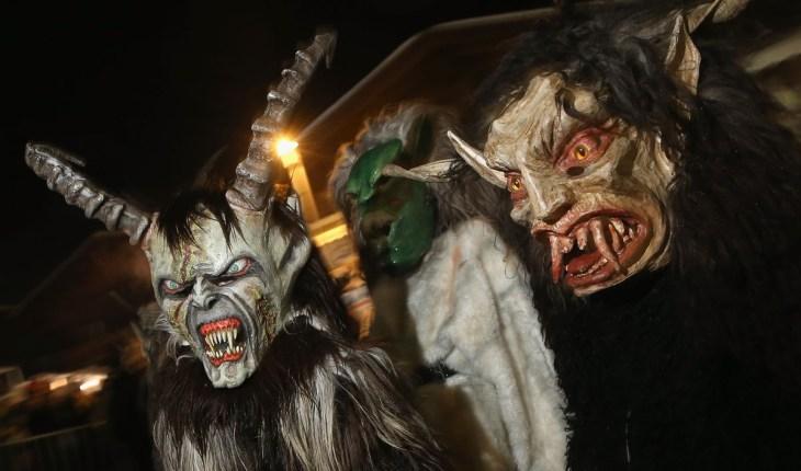 ряженые участники карнавала