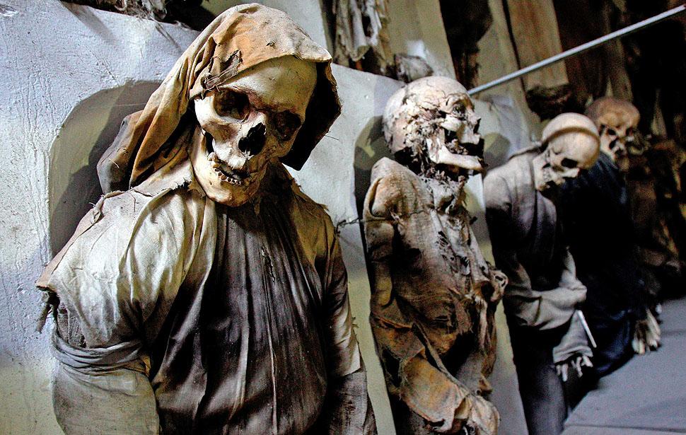 мумии в одеждах