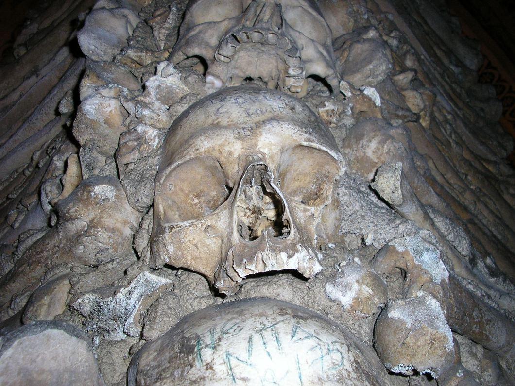 черепа в часовне костей