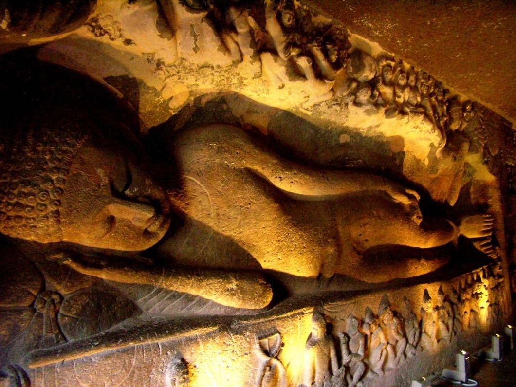 спящий Будда в аджанте