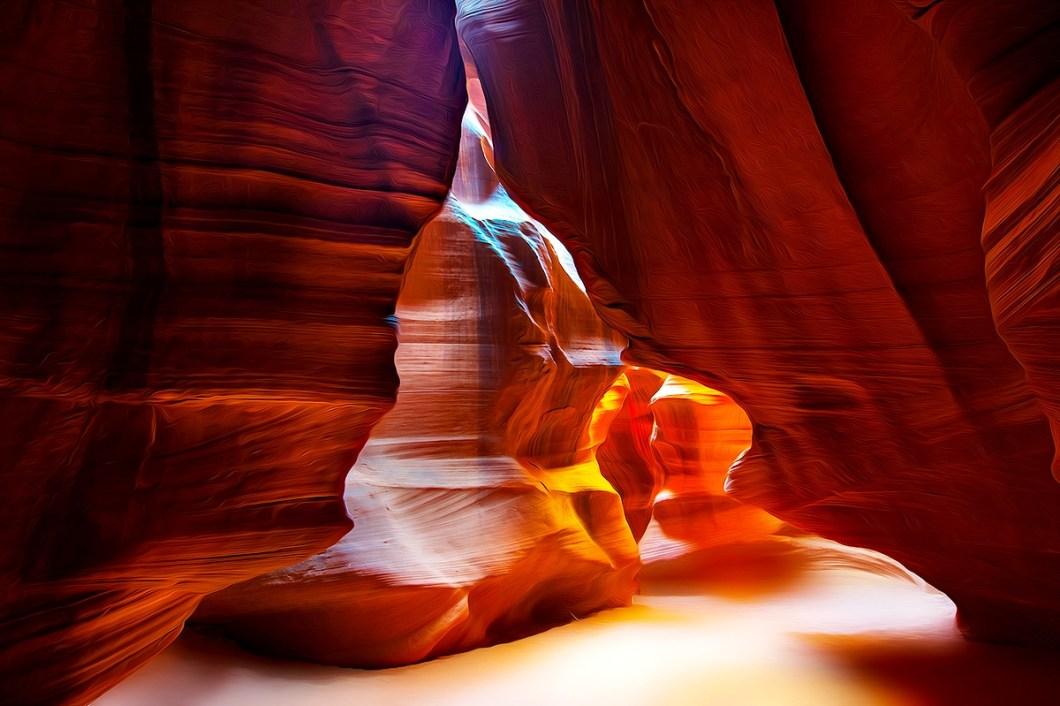 причудливое освещение каньона антилопы