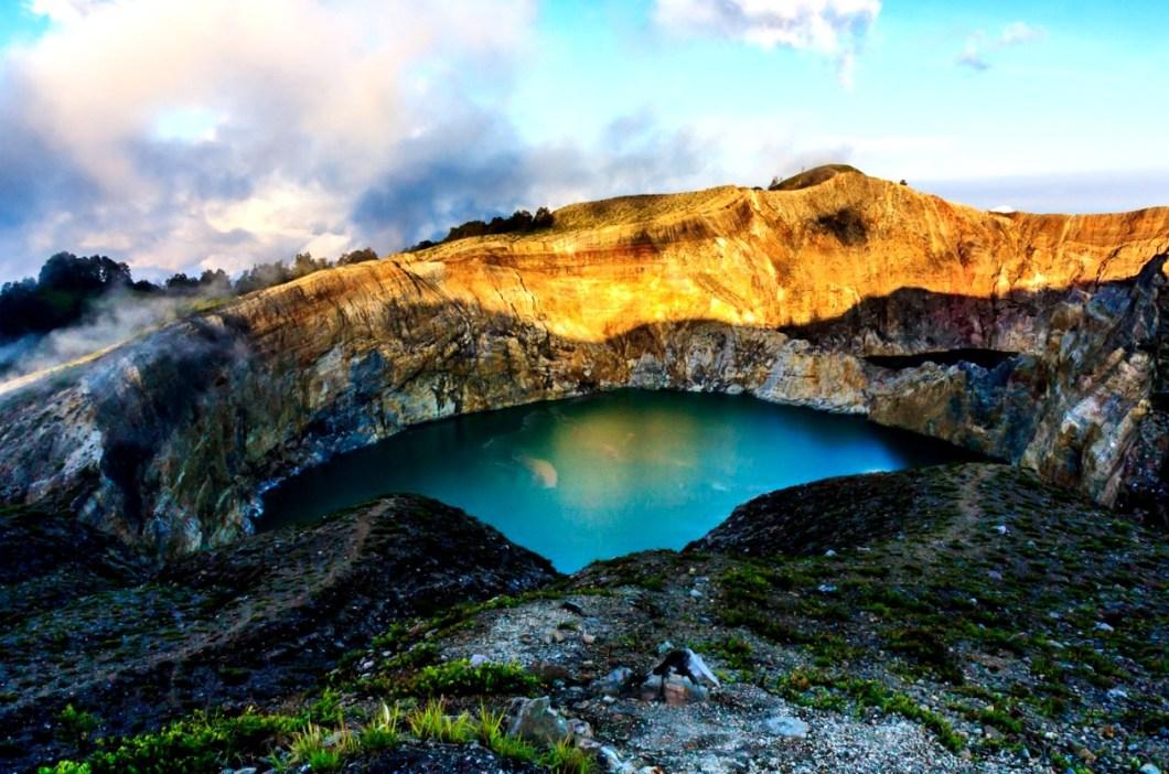 центральное озеро келимуту