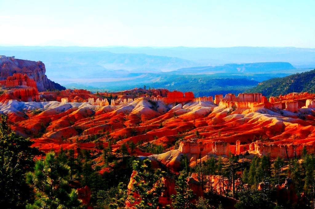 разноцветное покрывало гор
