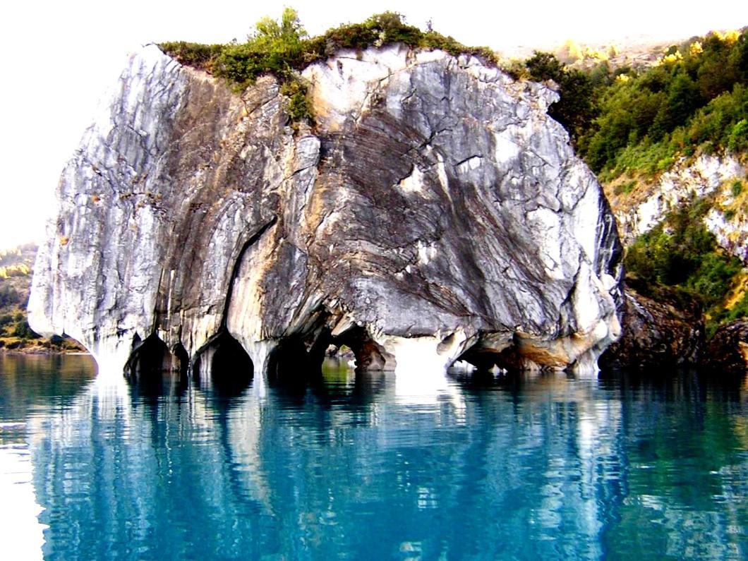 пещеры в скале