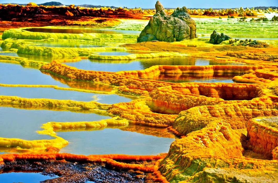 фиолетово желтое озеро