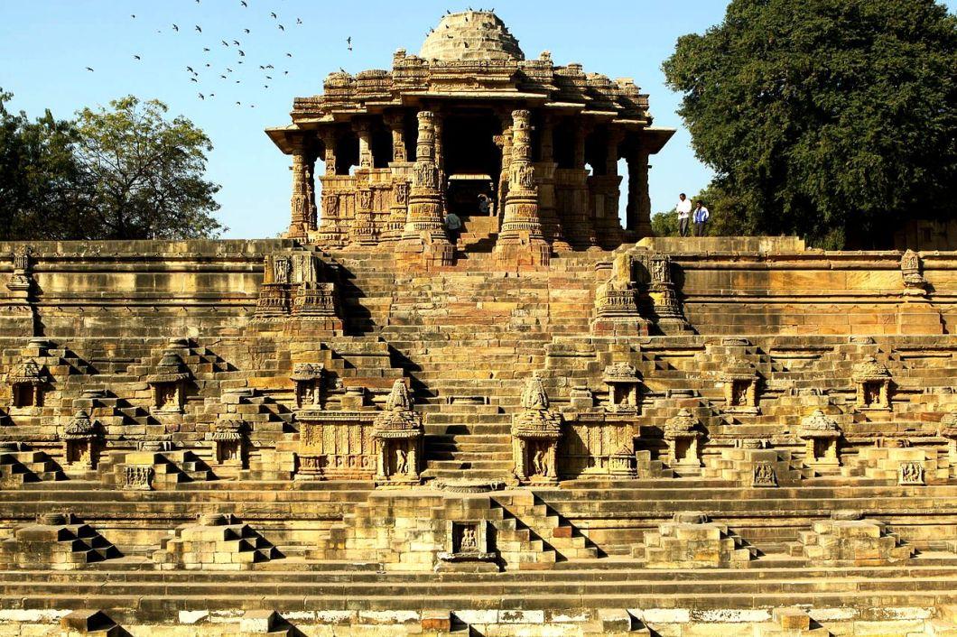 храм сурьи в модхере